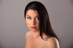 Ritratto di bellezza con bei capelli lunghi marroni luminosi isolati Immagine Stock Libera da Diritti