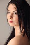 Ritratto di bellezza con bei capelli lunghi marroni luminosi isolati Fotografie Stock