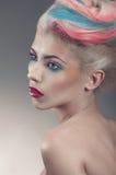 Ritratto di bellezza con il hair-style creativo Fotografie Stock Libere da Diritti