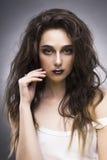 Ritratto di bellezza della giovane donna con un trucco di avanguardia Immagini Stock