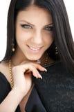 Ritratto di bellezza di giovane donna castana sorridente dai capelli lunghi fotografia stock libera da diritti