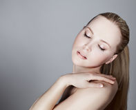 Ritratto di bello modello femminile Immagine Stock