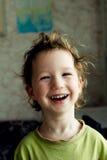 Ritratto di bello ragazzino allegro felice con capelli leggeri, grande acconciatura Ride e sorride Fotografia Stock Libera da Diritti