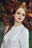Ritratto di bello sorridere dai capelli rossi felice della ragazza Fotografie Stock Libere da Diritti