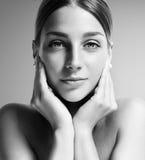 Ritratto di Bw di una donna splendida Fotografie Stock Libere da Diritti