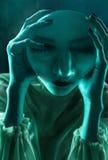 Ritratto di Clodeup delle donne alla luce al neon fotografia stock libera da diritti