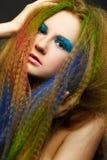 Donna riccia dai capelli lunghi della testarossa fotografia stock