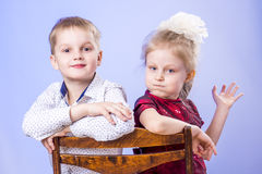 Ritratto di divertiresi sveglio della ragazza e del ragazzino Fotografia Stock Libera da Diritti