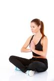 Ritratto di donna abbastanza giovane che fa yoga Fotografie Stock Libere da Diritti