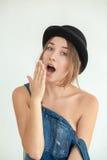 Ritratto di donna divertente abbastanza giovane Fotografie Stock Libere da Diritti
