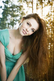 Ritratto di estate di bella giovane donna Immagini Stock