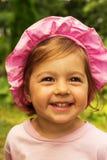 Ritratto di estate di piccola risata sveglia della neonata Fotografia Stock