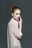 Ritratto di fascino di bello modello della donna con Fotografie Stock