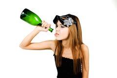 Ritratto di fascino di giovane donna con la bottiglia immagine stock libera da diritti