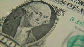 Ritratto di George Washington su un primo piano della fattura del un-dollaro video d archivio