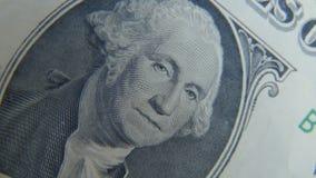 Ritratto di George Washington su un primo piano della fattura del un-dollaro stock footage