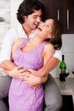 Ritratto di giovane abbraccio romantico delle coppie Immagine Stock Libera da Diritti