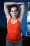 Ritratto di giovane atleta femminile in palestra Fotografia Stock Libera da Diritti