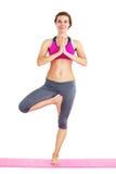 Ritratto di giovane bella donna che fa yoga - isolata immagini stock