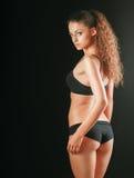 Ritratto di giovane bella donna di forma fisica fotografie stock