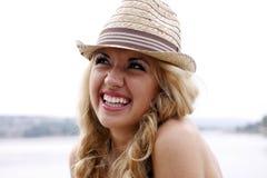 Ritratto di giovane bella donna sorridente Fotografie Stock