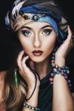 Ritratto di giovane bella fine della donna su Trucco perfetto Pelle perfetta immagini stock