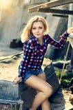 Ritratto di giovane bella ragazza bionda sensuale fotografia stock libera da diritti