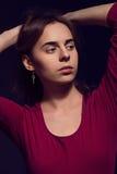 Ritratto di giovane bella ragazza Capelli lunghi marrone chiaro Natura Fotografia Stock