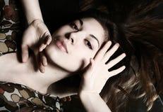 Ritratto di giovane brunette fotografia stock libera da diritti