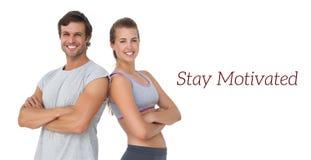 Ritratto di giovane coppia sportiva con le armi attraversate Immagine Stock Libera da Diritti