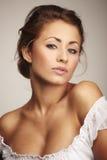 Ritratto di giovane donna attraente fotografia stock libera da diritti