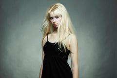 Ritratto di giovane donna bionda Immagine Stock