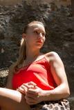Ritratto di giovane donna bionda Fotografie Stock Libere da Diritti