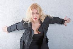 Ritratto di giovane donna bionda sexy Immagini Stock Libere da Diritti