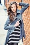 Ritratto di giovane donna con capelli lunghi Fotografie Stock Libere da Diritti
