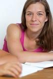 Ritratto di giovane donna con il libro Immagine Stock