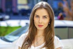 Ritratto di giovane donna del brunette Fotografia Stock Libera da Diritti