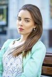 Ritratto di giovane donna del brunette Fotografie Stock Libere da Diritti