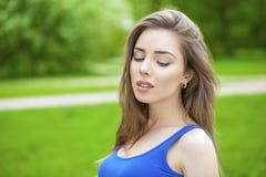 Ritratto di giovane donna del brunette Immagini Stock Libere da Diritti