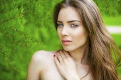 Ritratto di giovane donna del brunette Fotografia Stock