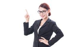 Ritratto di giovane donna di affari che indica su fotografia stock libera da diritti