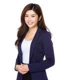 Ritratto di giovane donna di affari sorridente isolata su backgr bianco immagine stock