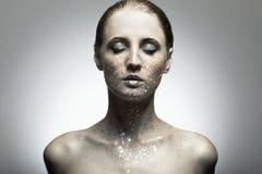 Ritratto di giovane donna di bellezza Fotografie Stock Libere da Diritti