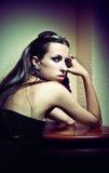 Ritratto di giovane donna di bello stile gotico fotografia stock