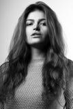 Ritratto di giovane donna graziosa Fotografie Stock