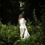 Ritratto di giovane donna in legno misterioso Immagine Stock Libera da Diritti