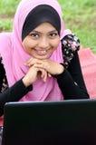 Ritratto di giovane donna musulmana graziosa Fotografia Stock Libera da Diritti