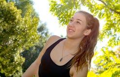 Ritratto di giovane donna sportiva, all'aperto Immagine Stock Libera da Diritti