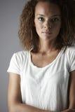 Ritratto di giovane donna in studio Immagini Stock Libere da Diritti
