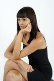 Ritratto di giovane donna in vestito nero Immagini Stock Libere da Diritti